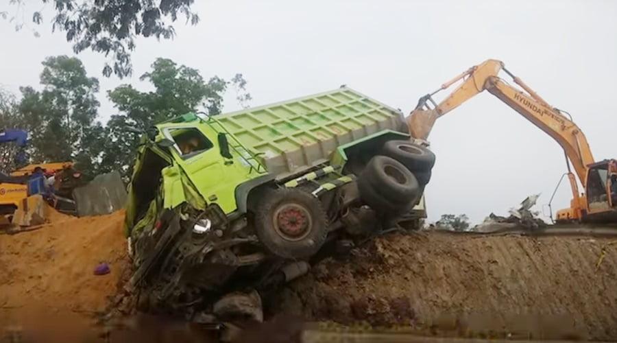 Fenomena Rem Blong Pada Truk dan Bus - TruckMagz
